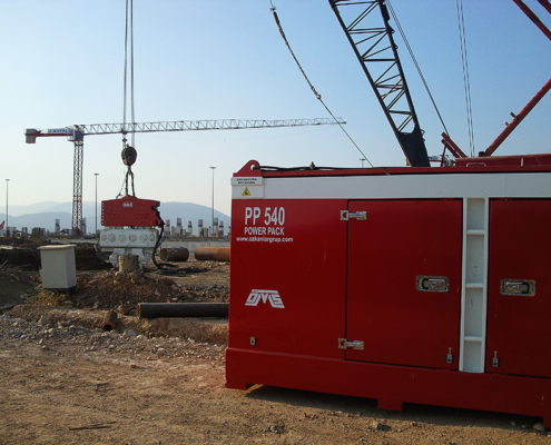 Hydraulic Power Pack with its Vibratory Pile Hammer
