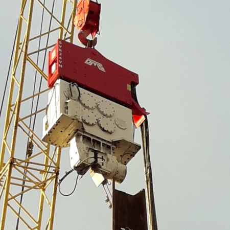 Crane Suspended Variable Moment Vibro Hammer in Russia