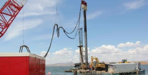 Dam Construction Project With Vibro Hammer For Crane