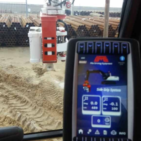 Side Grip Tube Pile Driver And Remote Control Panel